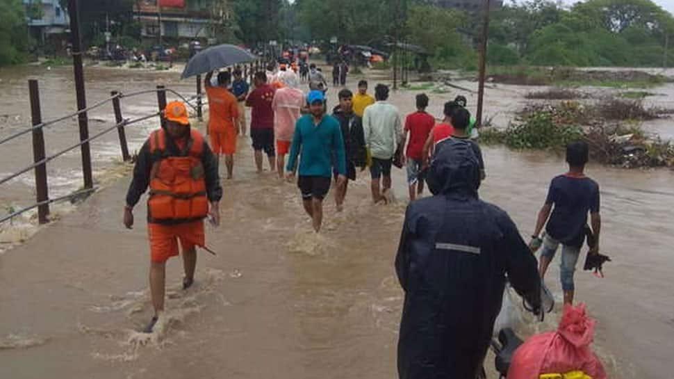 વરસાદથી દક્ષિણ ગુજરાત બેહાલ: નેશનલ અને સ્ટેટ હાઇવે સહિત 195 રસ્તાઓ બંધ