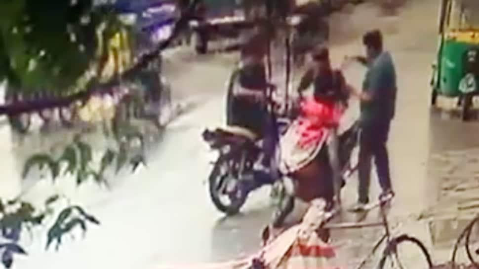 સુરતના ઉઘના વિસ્તારમાં તીક્ષ્ણ હથિયારના ઘા ઝીંકી યુવકની હત્યા, CCTVમાં કેદ