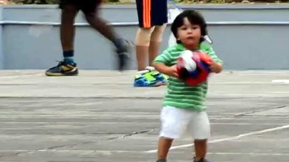 પિતા સૈફ અલી ખાન સાથે ફૂટબોલ રમવા ઉતર્યો તૈમુર, વીડિયો થયો વાઇરલ
