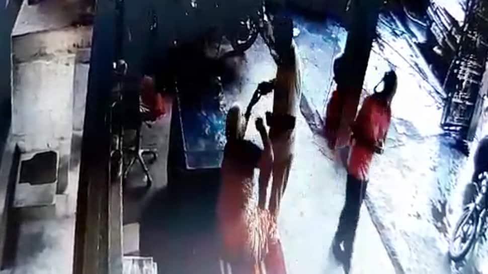 ઘોર કળયુગ: પુત્રએ જ મિલકત માટે તેની વૃદ્ધ માતાને માર્યો ઢોરમાર, CCTVમાં દ્રશ્યો કેદ