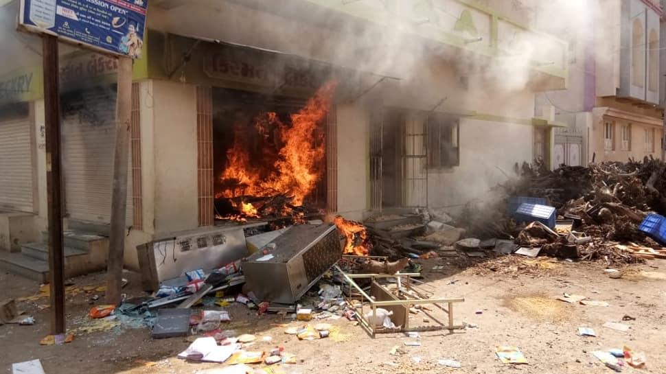 મોરબીમાં VHPના કાર્યકર પર તસવારથી કરાયો હુમલો, જૂથ અથડામણ બાદ થઇ આંગચંપી
