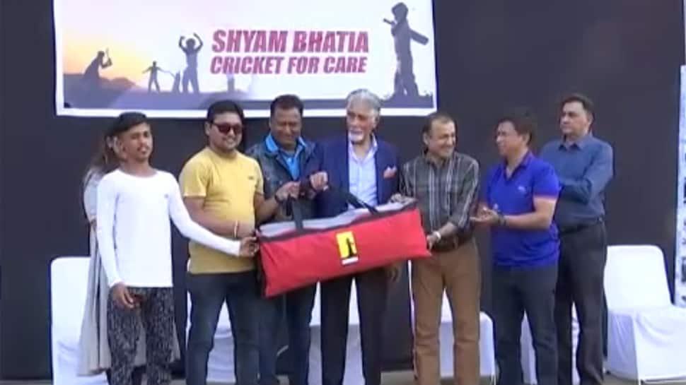આ પૂર્વ રણજી ક્રિકેટર વિશ્વમાં ફરી 11 વર્ષમાં ફ્રીમાં વહેચી 1000 'ક્રિકેટ કીટ'