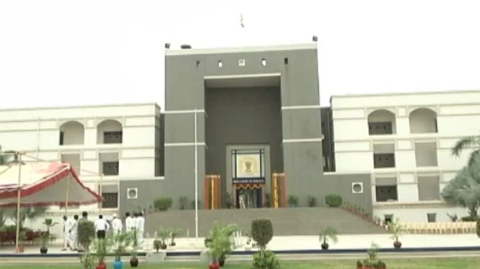 સરકારી હોસ્પિટલમાં વેન્ટીલેટરના અભવાના મુદ્દે હાઇકોર્ટે માગ્યો ગુજરાત સરકાર પાસે જવાબ
