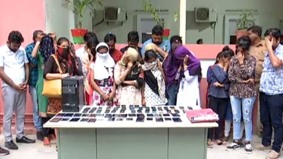 સ્પેશિયલ 26: ક્રેડિટ કાર્ડના નામે લૂંટતી દિલ્હીની ગેંગ, સાઇબર ક્રાઇમના હાથે ઝડપાઇ