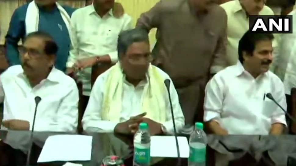 Live: કર્ણાટકમાં કોંગ્રેસ ધારાસભ્ય દળની બેઠક, બળવાખોર MLA પર સ્પીકર લેશે નિર્ણય