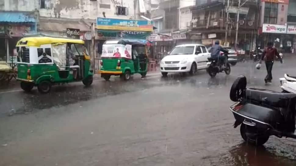 રાજ્યમાં વીજળી પડવાની ઘટનામાં ત્રણનાં મોત, અનેક વિસ્તારમાં વરસાદ