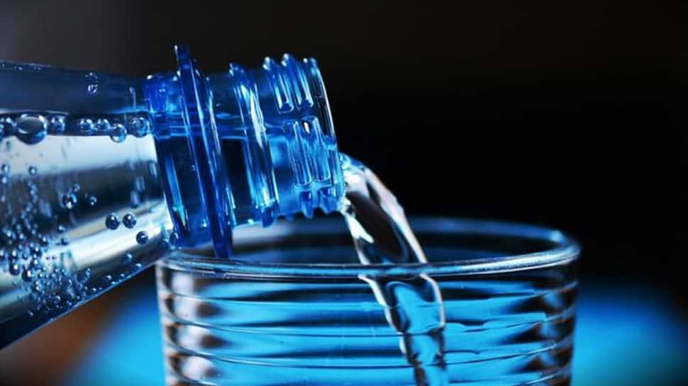 ખૂબસુરત ત્વચા માટે પીઓ છો વધારે પાણી તો થઈ જાઓ સાવધાન ! થઈ શકે છે આ મોટું નુકસાન
