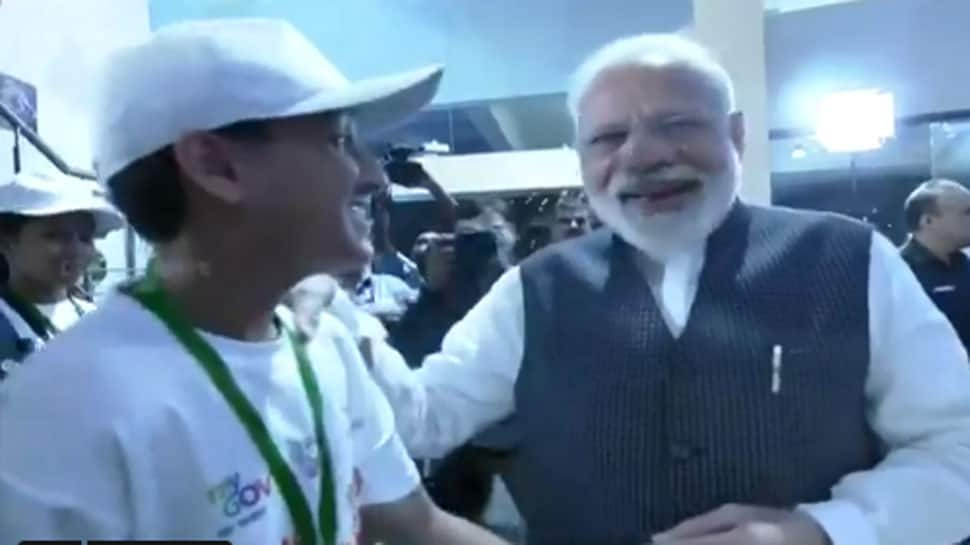 VIDEO: ISRO હેડક્વાર્ટરમાં બાળકોએ PM મોદીને પૂછ્યો એવો સવાલ, સાંભળીને તેઓ ખડખડાટ હસી પડ્યાં