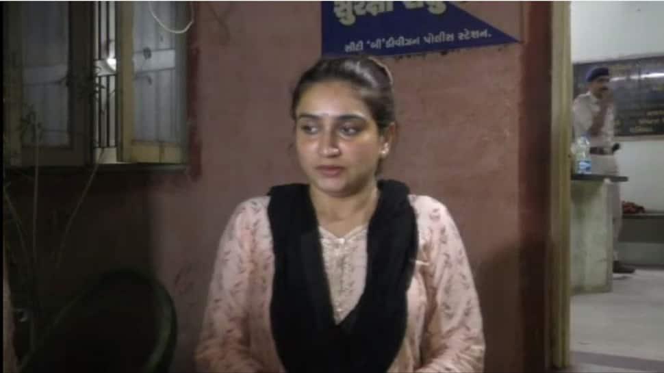 જામનગર : ચકચારી બીટકોઈન કેસથી ચર્ચામાં આવેલ નિશા ગોંડલિયા પર મોડી રાત્રે હુમલો