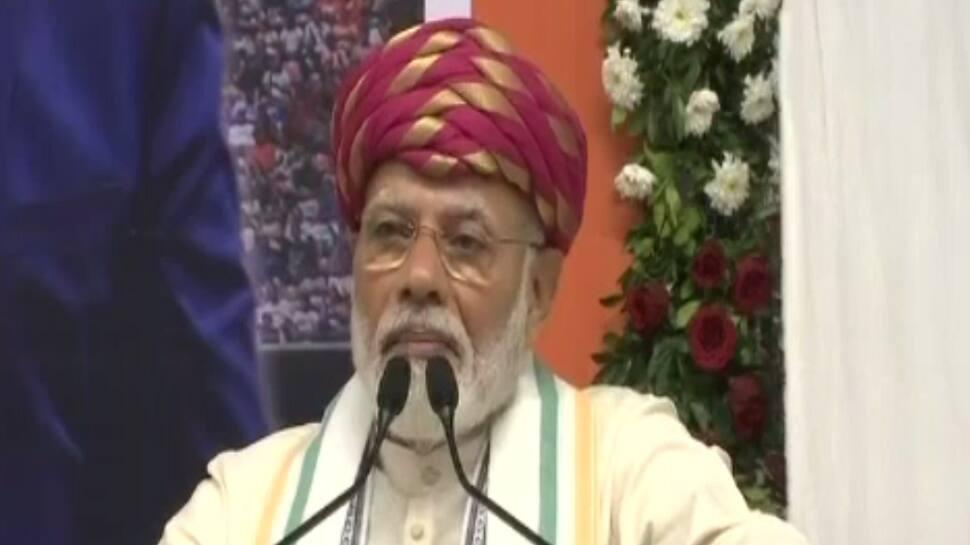 દરેક સમસ્યાના સમાધાનમાં ગાંધી આજે પણ છે અને આવતી કાલે પણ રહેશે: PM મોદી