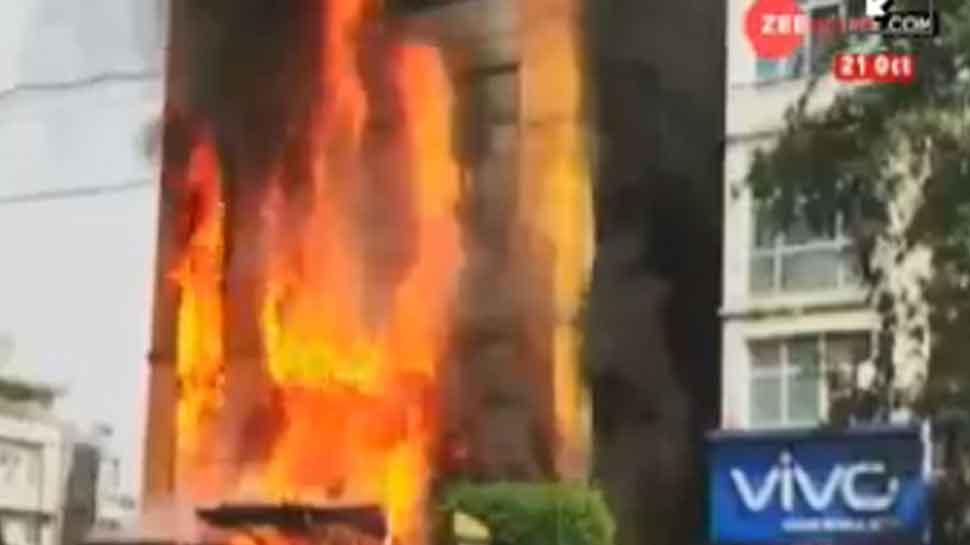 ઈન્દોરની ગોલ્ડન ગેટ હોટલમાં ભીષણ આગ લાગી, આસપાસના વિસ્તારો ખાલી કરાવાયા