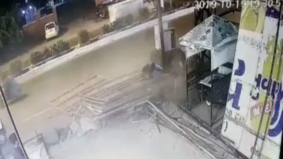 વડોદરા: અલકાપુરીમાં પ્રચંડ બ્લાસ્ટ, સીસીટીવીમાં કેદ થઇ સમગ્ર ઘટના