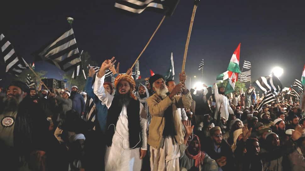 ઇમરાનના રાજીનામાથી ઓછું મંજૂર નથી, હવે આખા પાકિસ્તાનમાં યોજાયા ધરણાં