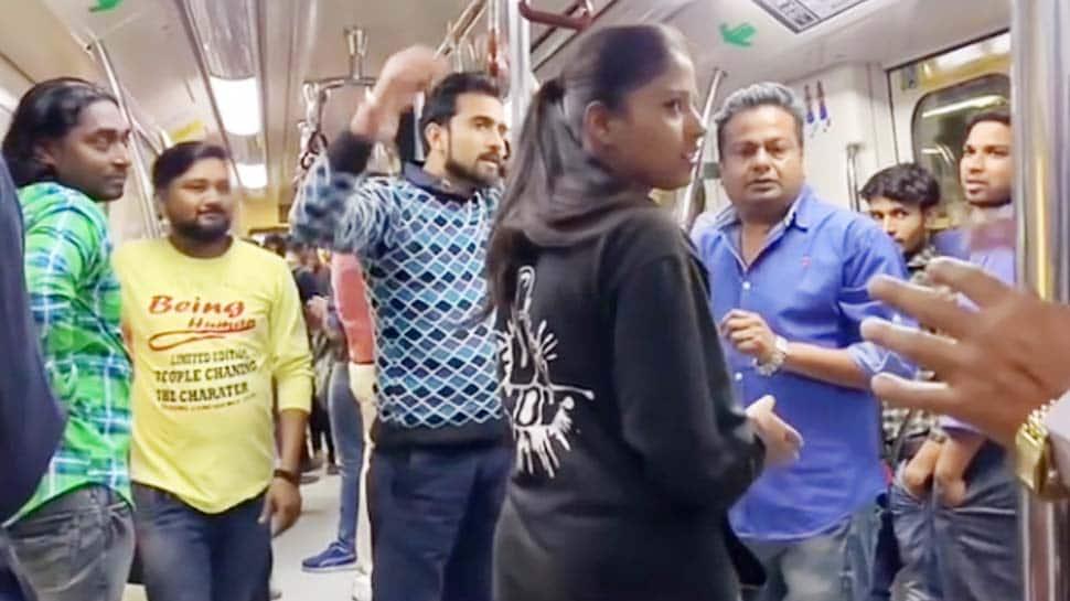 દિલ્હી મેટ્રોમાં એક છોકરીએ દીપક કલાલને ઘસી દીધો તમાચો, વાયરલ થયો VIDEO