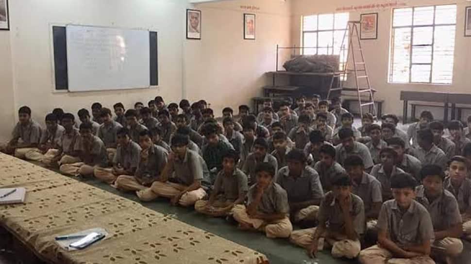 જામનગરમાં શાળાઓ મર્જ કરવાનો તખ્તો તૈયાર, વાલીઓ કરી રહ્યા છે વિરોધ