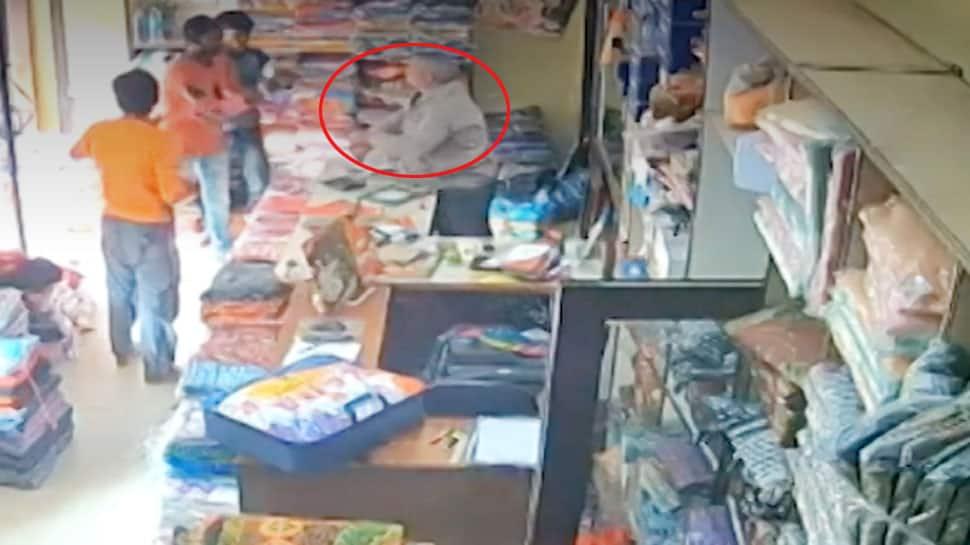 Bihar: બદમાશોએ દુકાનમાં ઘૂસીને વેપારીની હત્યા કરી, મર્ડરનો લાઈવ VIDEO જુઓ