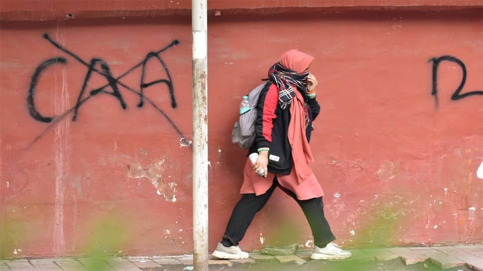 જામિયા હિંસા મામલે પોલીસે દાખલ કર્યા બે કેસ, યૂનિવર્સિટી 5 જાન્યુઆરી સુધી બંધ