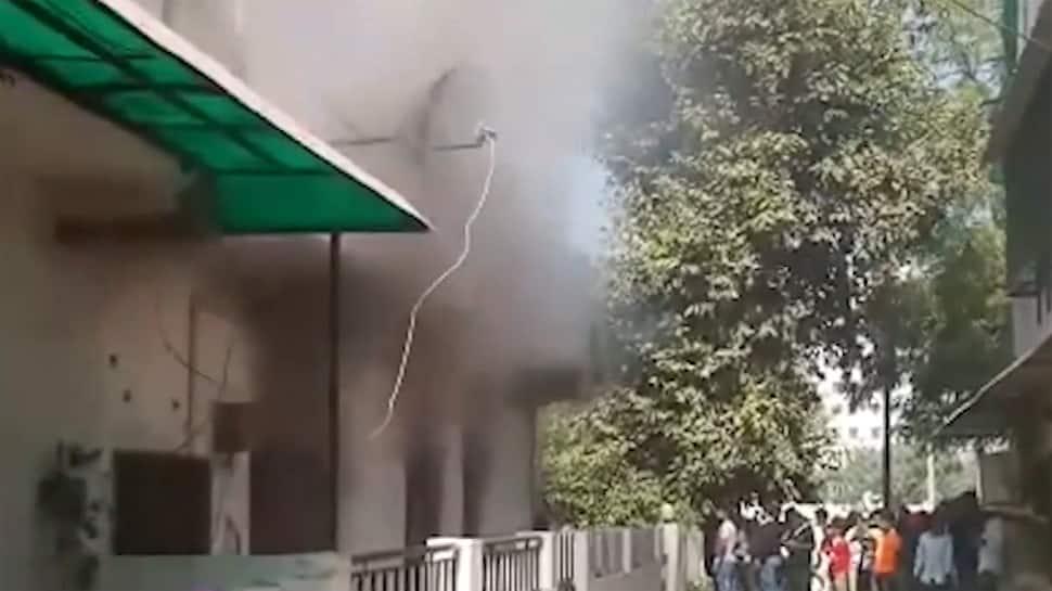 વડોદરા: ગેસનો બાટલો ધડાકાભેર ફાટ્યો, વિસ્ફોટ એટલો ભયાનક કે ઘરમાં તિરાડો પડી