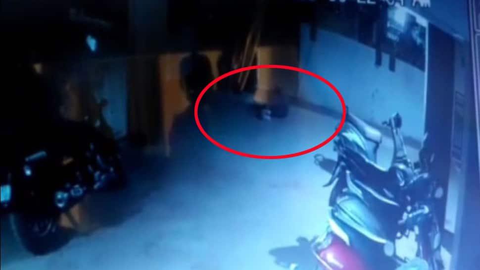 રાજકોટ : બિઝનેસને કારણે આર્થિક તંગીમાં આવી ગયેલા વેપારી કંટાળીને ત્રીજા માળથી કૂદી ગયા