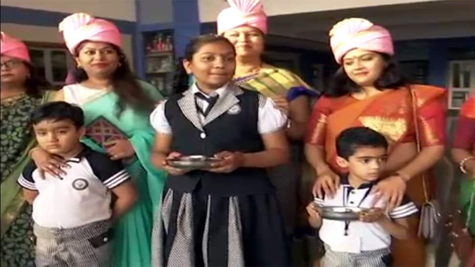 ગુજરાતના આ શહેરોમાં માતા-પિતાનું પૂજન કરીને ઉજવાયો વેલેન્ટાઇન્સ ડે!