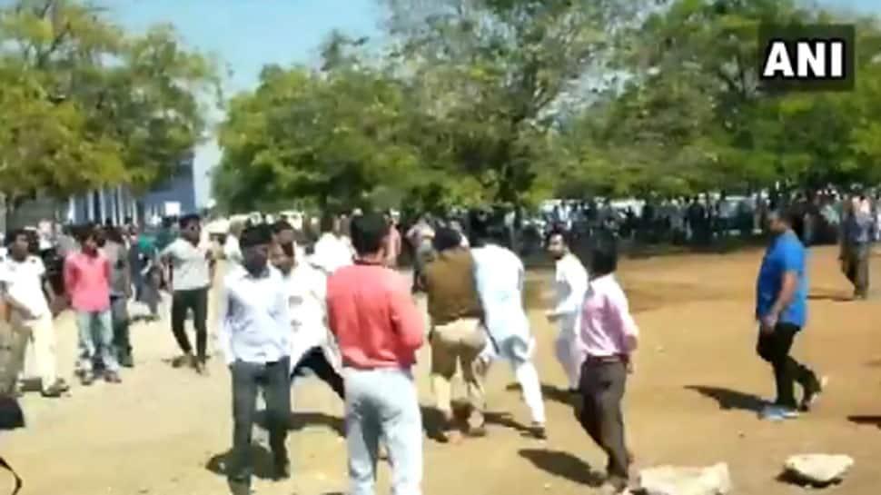 VIDEO: છત્તીસગઢમાં કોંગ્રેસના કાર્યકરો બાખડ્યા, ગાળાગાળી કરી એકબીજાને દોડાવી દોડાવીને માર્યા
