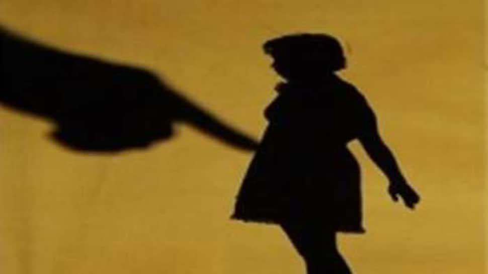 સુરત: 8 વર્ષની બાળકી સાથે દુષ્કર્મ, 10 રૂપિયા આપવાની લાલચ આપી લઈ ગયો યુવક