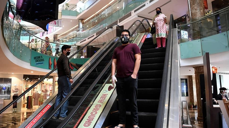 ગુજરાતમાં માસ્કનો નિયમ વધુ કડક બન્યો, મોલમાં ગ્રાહક માસ્ક વગર દેખાશે તો મેનેજર પણ દંડાશે