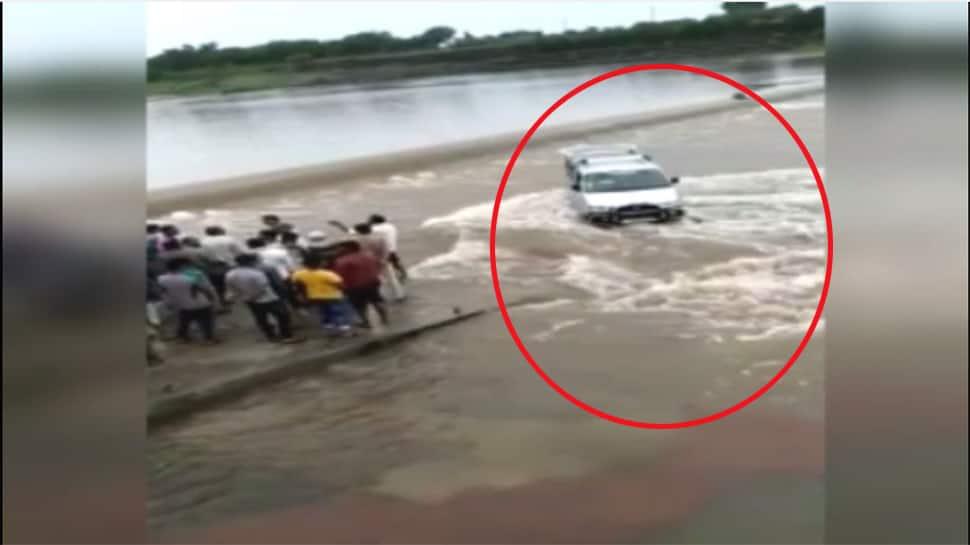 monsoon updates : ગણદેવીમાં કાવેરી નદીમાં 5 ડૂબ્યા, વેણુ નદીમાં કારચાલક બૂરી રીતે ફસાયો