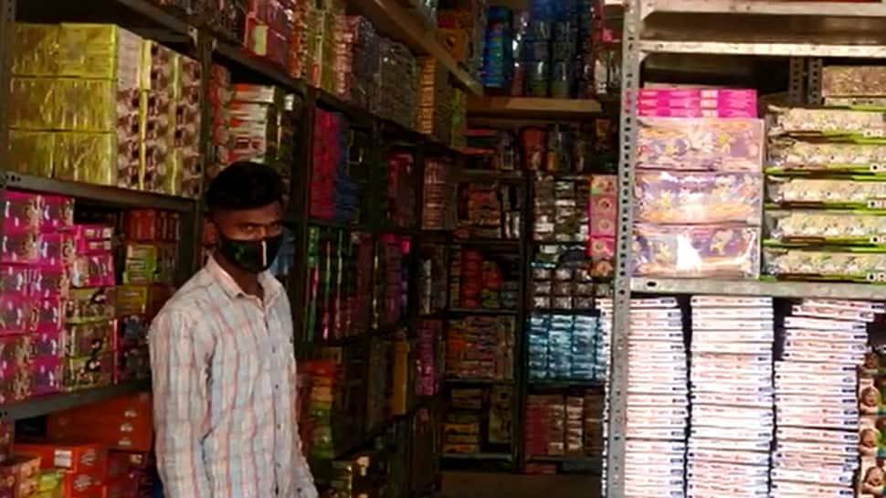 અમદાવાદ સહિત ગુજરાતમાં ફટાકડાનાં વેચાણમાં 60 ટકા જેટલો ઘટાડો નોંધાયો