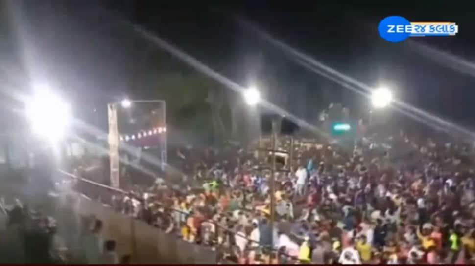 હજારોની ભીડ ભેગી કરીને ભાજપના નેતાએ પૌત્રીની સગાઈ કરી