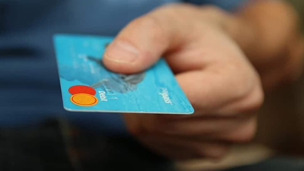 દર અઠવાડિયે ડેબિટ કાર્ડ અને આખા જીવન દરમિયાન 20 કિલો પ્લાસ્ટિક ખાઇ રહ્યા છે લોકો