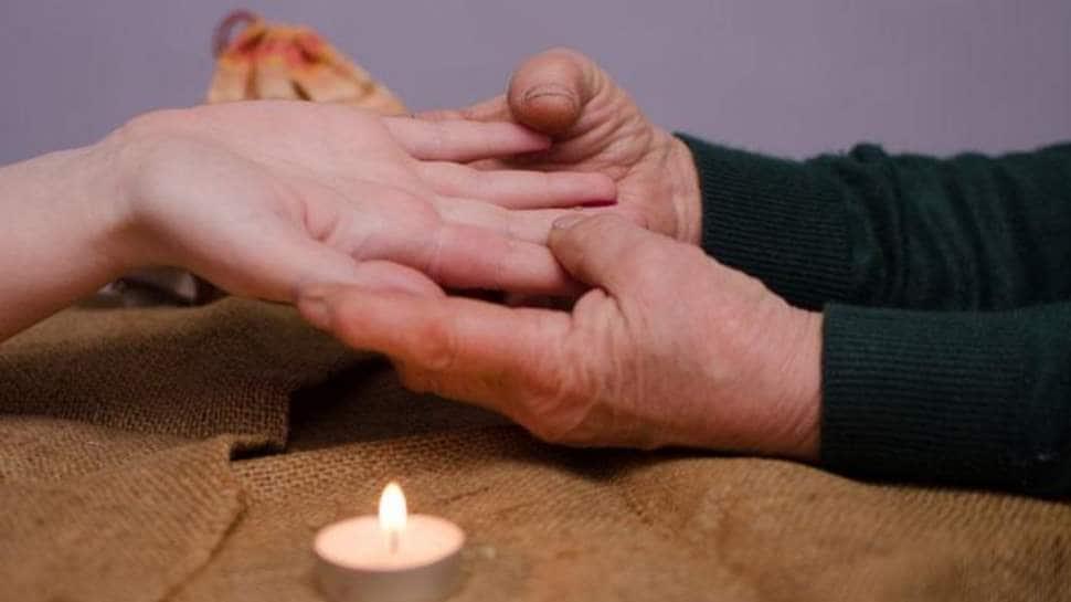 Palmistry: તમારી હથેળી રહેલી આ પૈસાની લાઇનને ઓળખો, જેથી તમે પણ બની શકો છો ધનવાન