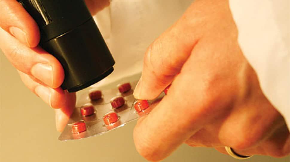 Gandhinagar: ડુપ્લીકેટ દવાઓ બનાવી વિદેશમાં એક્સપોર્ટ કરતી કંપની પર દરોડા, લાખોની કિંમતની દવા ઝડપાઇ