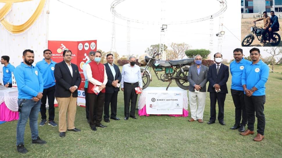 GTU ના વિદ્યાર્થીઓએ પેટ્રોલ બાઇકને બનાવી દીધી ઇલેક્ટ્રિક બાઇક, 25 પૈસા પ્રતિ કિમી ખર્ચ