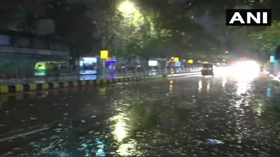 દિલ્હી-NCR માં વાતાવરણમાં પલટો, ઘણા સ્થળો પર ભારે પવનની સાથે વરસાદ