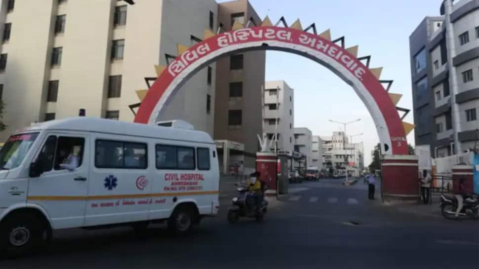 Ahmedabad: સિવિલ હોસ્પિટલના રેસિડેન્ટ તબિબો આક્રમક મૂડમાં, 300 થી વધુ ડોક્ટરોએ બંધ કરી કોવિડ ડ્યૂટી