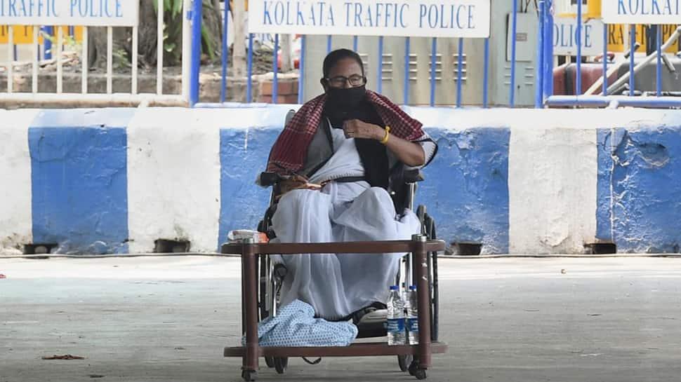 Kolkata: અકળાયેલા મમતા બેનર્જી ધરણા પર બેસી ગયા, રાતે 8 વાગ્યા પછી કરશે 2 રેલી