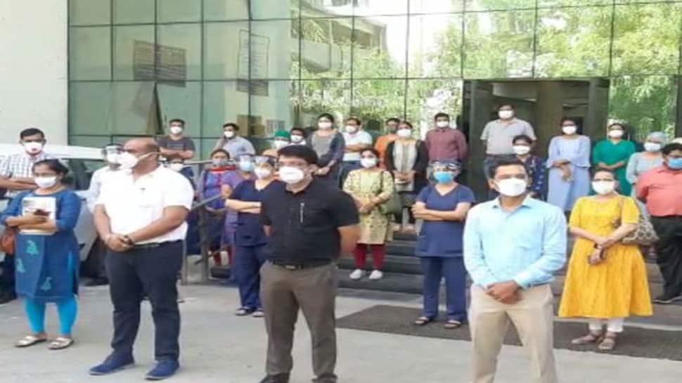 GMERS મેડિકલ કોલેજના ડૉક્ટર, પ્રાધ્યાપકો અને કર્મચારીઓએ આજે હડતાલ પર ઉતર્યા