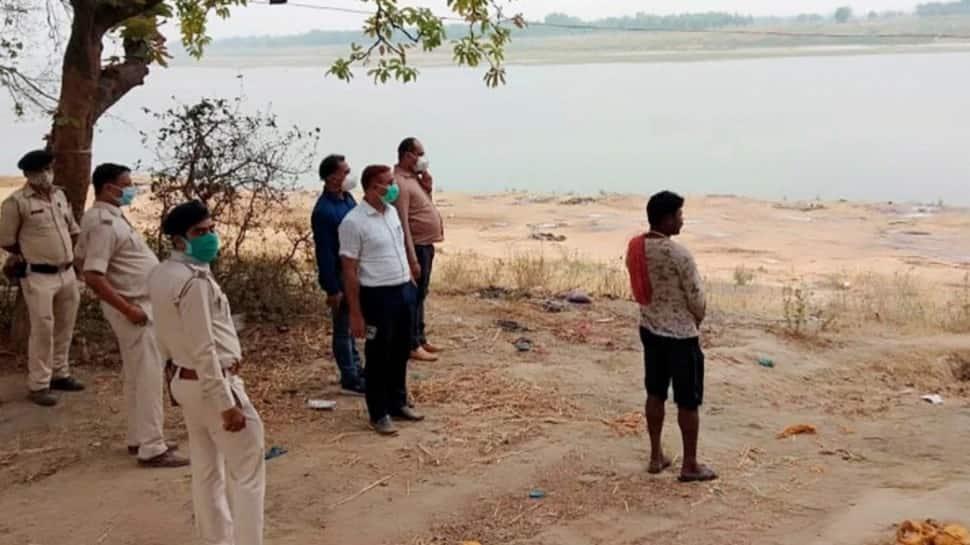 Bihar: બક્સરમાં ગંગા નદીમાંથી કાઢવામાં આવ્યા 73 મૃતદેહ, દફનાવવાની કામગીરી ચાલી રહી છે