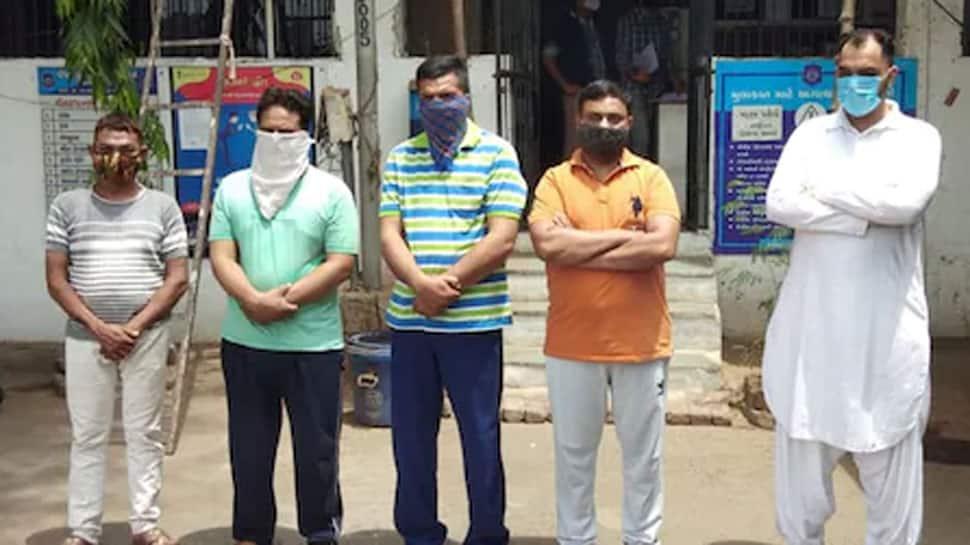 AHMEDABAD: કબ્રસ્તાનમાં ગયેલી પોલીસ ટીમને ઉભી પુછડીએ ભાગવું પડ્યું કારણ કે...