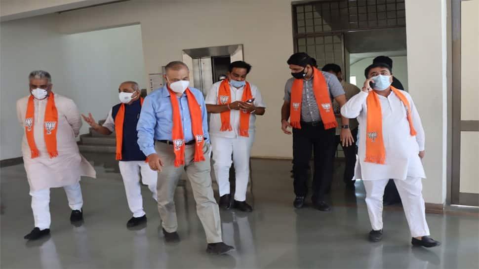 બેક ટુ બેક મીટિંગો કરી રહ્યાં છે ગુજરાત ભાજપના પ્રભારી, શું પાટીદાર ઈફેક્ટ કારણ છે?