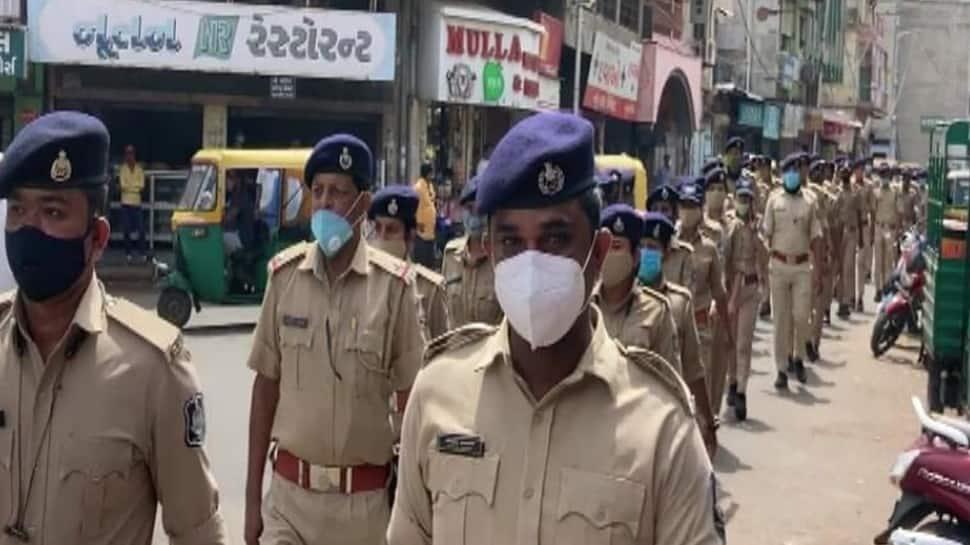 Ahmedabad: રથયાત્રા પહેલા જ પોલીસ એક્ટિવ, 200 જવાનો સાથે સંવેદનશીલ વિસ્તારમાં ફૂટ પેટ્રોલિંગ