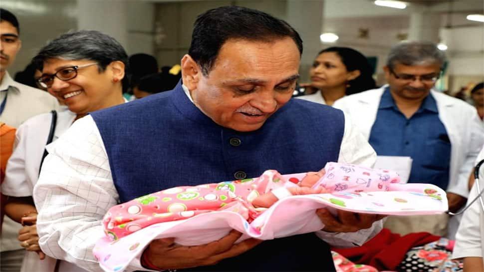 શરમ કરવા જેવી વાત : વિકાસના બણગા ફૂંકતુ ગુજરાત દીકરીના જન્મદરમાં સાવ પાછળ ધકેલાયું