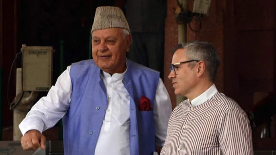PM Modi સાથે બેઠક પહેલા ફારુક અબ્દુલ્લા અને ઉમર અબ્દુલ્લા વચ્ચે ચર્ચા, જમ્મુમાં મહેબૂબા મુફ્તી વિરુદ્ધ પ્રદર્શન