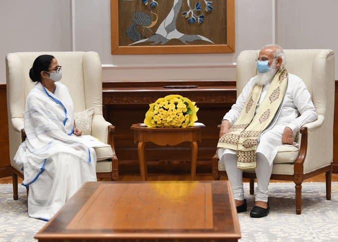 CM મમતા બેનર્જીએ પ્રધાનમંત્રી મોદી સાથે કરી મુલાકાત, પેગાસસ પર સર્વદળીય સંમેલન બોલાવવાની કરી માંગ