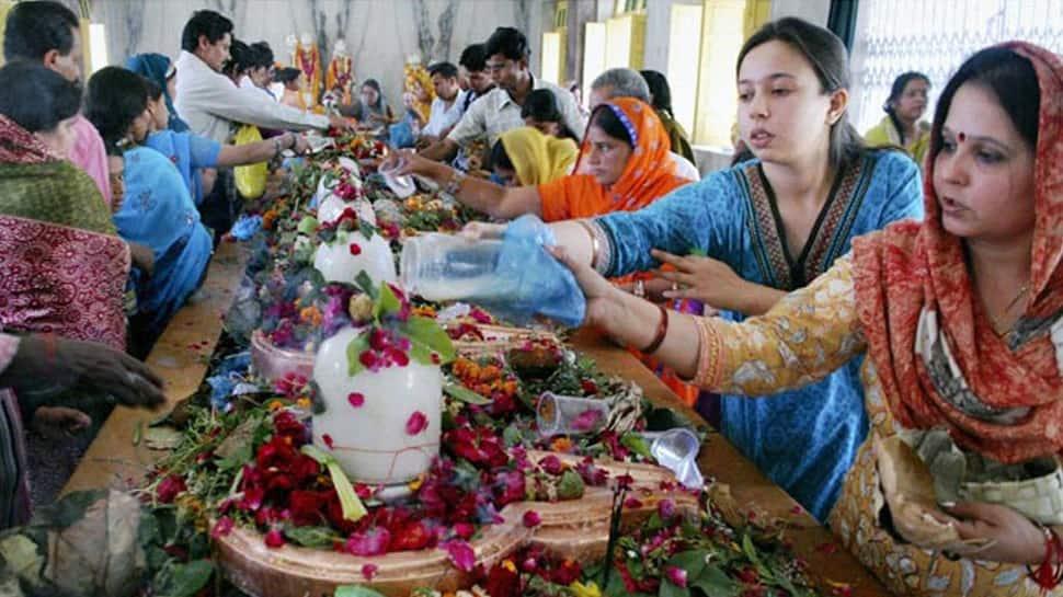 આ 5 રાશિના જાતકો પર Shani Dev ની નજર, સંકટ ટાળવા માટે Shravan ના પહેલા શનિવારે કરો આ કામ
