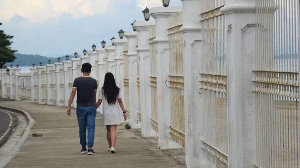 યુવતીને તેના કાકાએ કહ્યું, તારી કાકી મને ખુશ નથી રાખતી, શું તારી ફરજ નથી કાકાને ખુશ રાખવાની? ચાલ એક થઇ જઇએ
