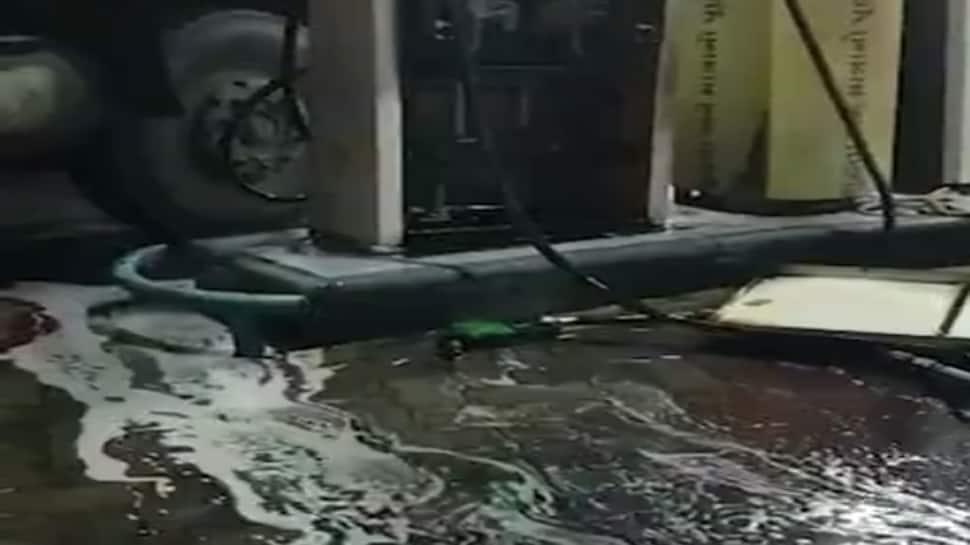 રાજકોટમાં પેટ્રોલ પંપના મશીન સાથે ટ્રક અથડાતા, રોડ પર ડીઝલની નદીઓ વહેતી થઇ