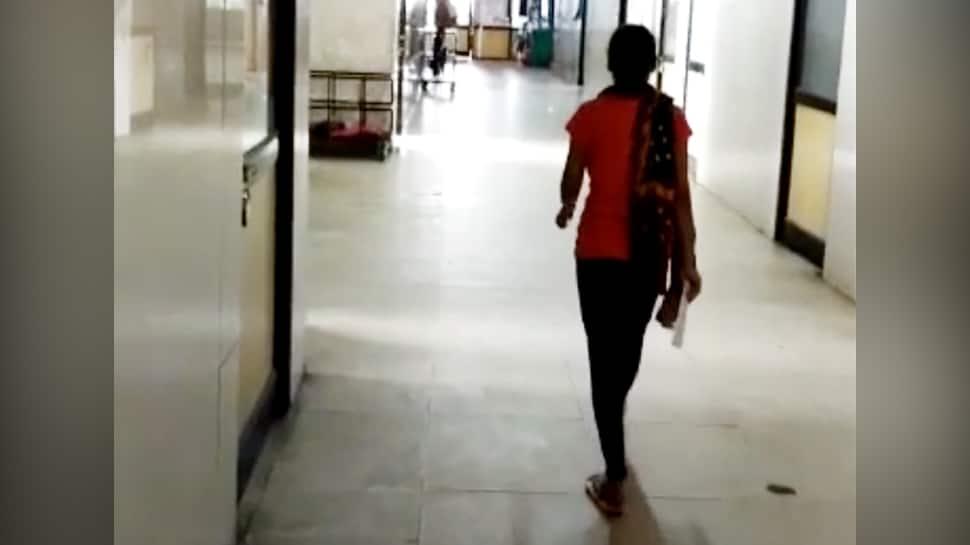 Surat: મોબાઈલ અને રૂપિયા આપવાનું કહી હોસ્પિટલના સર્વન્ટે આચર્યું દુષ્કર્મ, પોલીસે પીડિતાની ફરિયાદ પણ ના નોંધી