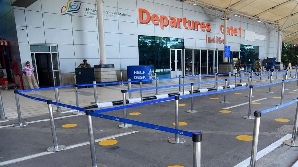 Mumbai Airport પર શિવસેનાના કાર્યકરોએ મચાવ્યો હંગામો, Adani Group નું સાઈન બોર્ડ પણ તોડી નાખ્યું